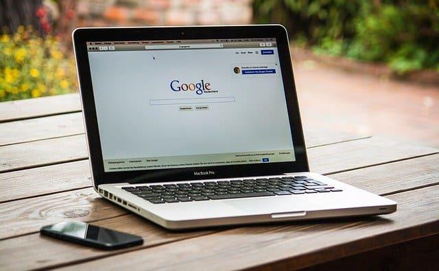Search engine google prefer local results
